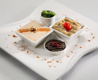 Aperitive mediteraneene: humus, salată de vinete, tzatziki, pastă de măsline