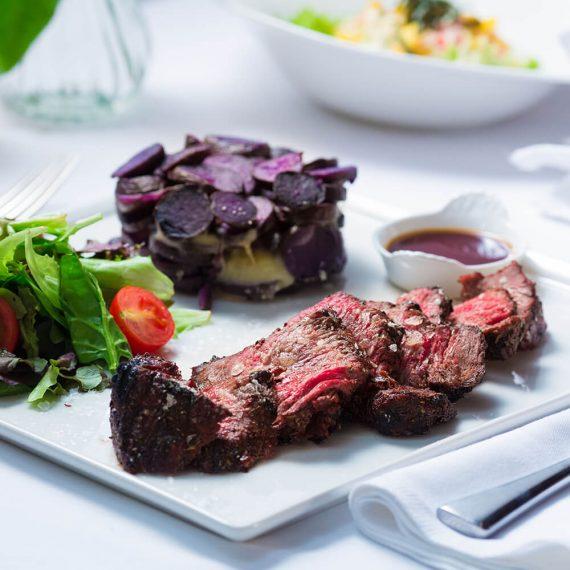 New york strip steak - Black Angus Uruguay cu cartofi prăjiți și salată verde