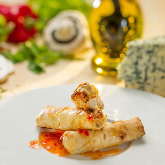 Pachețele crocante de primăvară cu legume și sos sweet chili
