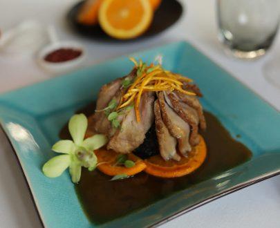 Piept de rață cu sos de portocale și orez negru