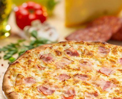 Pizza Carbonara - ou, bacon, smântână lichidă, parmezan, sare