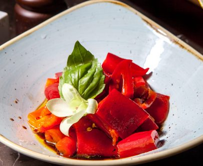 Salată de ardei marinați